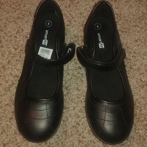 Girls Size 4 Black Smart Fit shoes